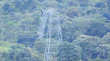 Arauca completa 10 días sin energía por caída de torre de alta tensión