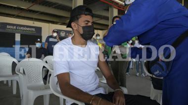 Luis Díaz se vacuna en Barranquilla contra covid-19
