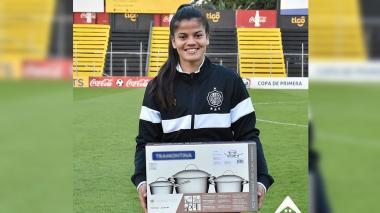 Indignación: club de fútbol femenino regaló ollas a jugadora por destacarse en partido
