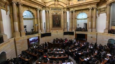 Uribismo insiste en reducir las curules en el Congreso