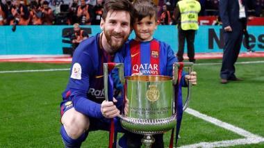 Thiago Messi salió a defender a su papá Lionel de varios aficionados
