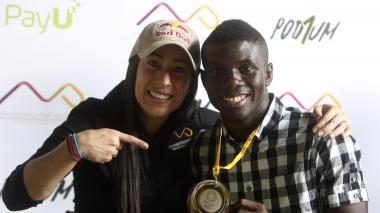Yuberjen Martínez recibió medalla simbólica y donación impulsada por Mariana Pajón