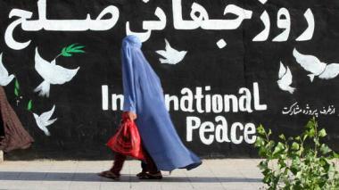 Talibanes habrían asesinado a una mujer afgana por salir a la calle sin el burka