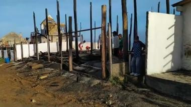 Incendio en Dibulla por rayo que cayó sobre techo de palmas