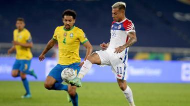 Chile recibe a Brasil con la necesidad de sumar puntos