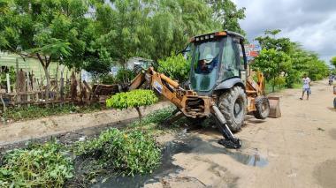 Limpian canales de Colombiatón, Bicentenario y El Laguito