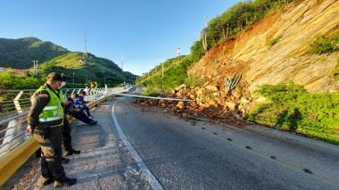 Por deslizamientos cierran la vía Santa Marta- El Rodadero