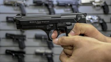 La regulación planteada para armas traumáticas