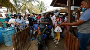Se agrava la crisis: al menos 19.000 migrantes represados en Necoclí
