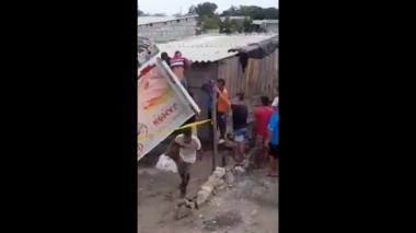 Saquean vehículo tras accidente en Tasajera, Magdalena