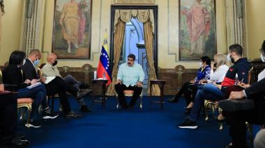 Delegación de Maduro llega a México para reanudar diálogo con la oposición
