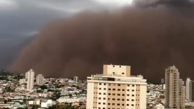 "Nube de polvo se ""tragó"" varias zonas de Sao Paulo, Brasil"