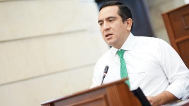 Centro Democrático retrocede en inhabilidad a Edward Rodríguez