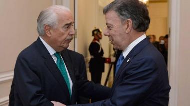 Pastrana responde a Santos y lo reta a debatir financiación de sus campañas