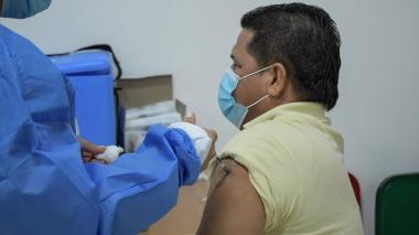 Barranquilleros siguen acudiendo a puntos de vacunación