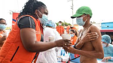 En Santa Marta vacunan contra la covid-19 a habitantes de calle