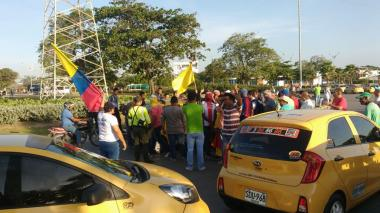 En imágenes: Taxistas de Barranquilla protestan contra Uber