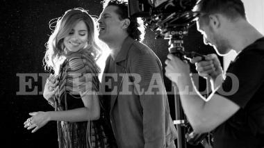 Así lucen Carlos Vives y Ariadna Gutiérrez en el video de 'Al filo de tu amor'