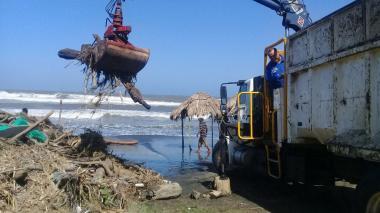 Realizan operativo de limpieza en playas de Puerto Colombia