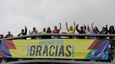 Miles de hinchas reciben a la Selección Colombia