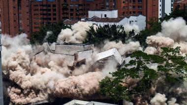 Estas son las imágenes que deja la demolición del edifico Mónaco en Medellín