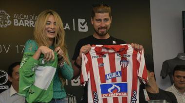 Con camiseta de Junior, le dan la bienvenida a Peter Sagan a Barranquilla