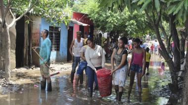 Las imágenes que deja la emergencia en Ríofrío tras el desbordamiento del afluente