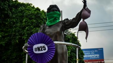 Así se desarrolla plantón por el Día de la No Violencia contra la Mujer