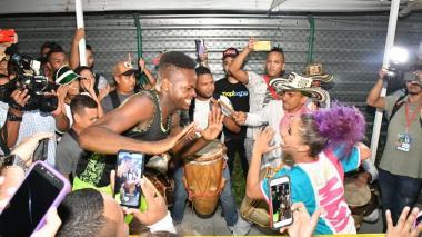 Así recibieron a la joven bailarina Liz Dany a su llegada a Barranquilla