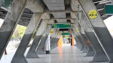 En imágenes | Así lucen las estaciones de Transmetro una hora después del cierre