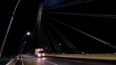 A oscuras la Circunvalar y puente Pumarejo
