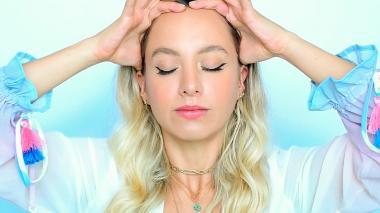 Cinco ejercicios del yoga facial