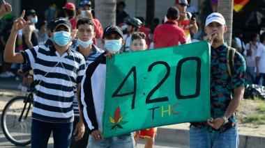 Jóvenes realizan plantón en la Murillo este sábado
