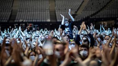 París realiza primer concierto de prueba con 5 mil espectadores