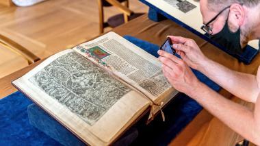 Presentan la edición ilustrada más antigua de la Divina Comedia en Polonia