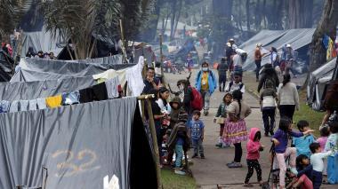 Amenazan con desalojar a indígenas desplazados en Bogotá