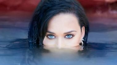 Contra viento y marea, Katy Perry se levanta en el video de 'Rise'