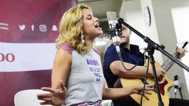 Adriana Lucía canta Llegaste tú en #SesionesEH