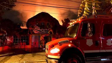 En video | Incendio consumió el restaurante La Guacherna