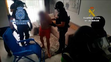 Mafioso detenido en España dormía con hacha debajo de su almohada
