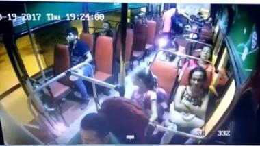 Niña entra en pánico durante atraco en bus de Sobusa en La Playa