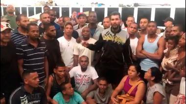 """""""Santos usted tiene familia, ayúdenos"""", el angustioso llamado de los 58 colombianos detenidos en Caracas"""