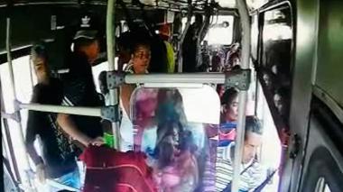 En video queda registrado atraco a bus de Coochofal  en barrio Las Gardenias