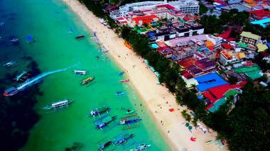 Lo que llevó a Filipinas a cerrar una de sus playas más visitadas
