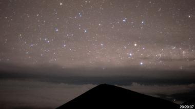 Erupción en volcán Kilauea deja gigantesca nube de cenizas