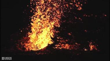 Lava de volcán en Hawái aísla casas y obliga evacuaciones