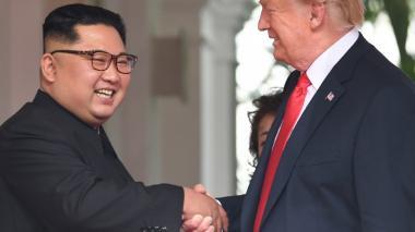 Así fue el histórico apretón de manos entre Trump y Kim