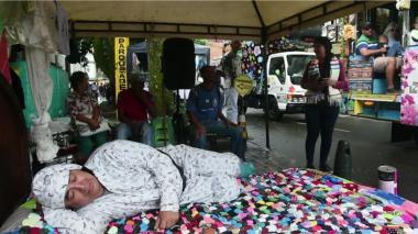 """""""Empijamados"""" y con camas al aire libre, en Itagüí celebraron Día de la Pereza"""