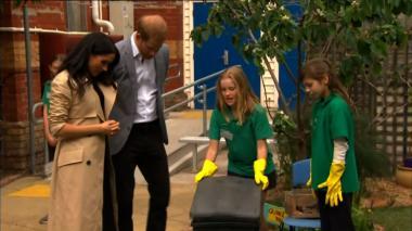 Enrique y Meghan son recibidos con gritos de alegría en Melbourne