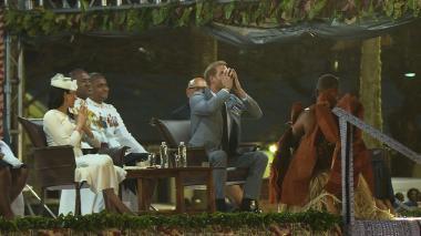 Enrique y Meghan, entre faldas y kava en visita a Fiyi
